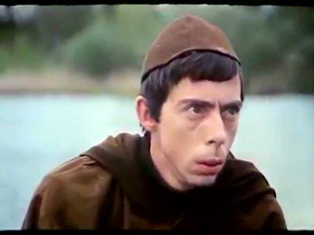 Gilles Latulippe dans la comédie grivoise Ah! Si mon moine voulait... de Claude Pierson (image tirée du film - collection filmsquebec.com)