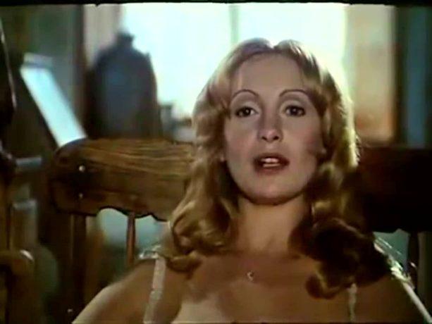 Louise Turcot la chaude bourgeoise de la comédie grivoise Ah! Si mon moine voulait... de Claude Pierson (image tirée du film - collection filmsquebec.com)