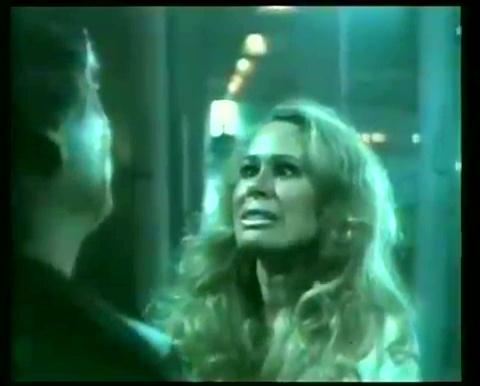 Karen Black dans The Blue Man de George Mihalka (image extraite du film - collection filmsquebec.com)