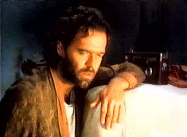 Image du comédien Yves Desgagnés dans Coeur de nylon de Michel Poulette (Image extraite du film - collection filmsquebec.com)