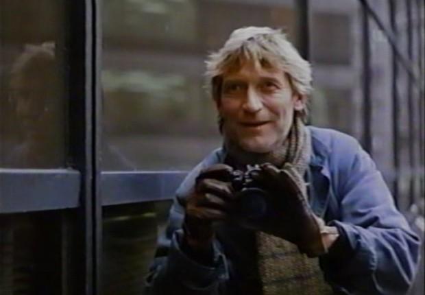 Mathias Habich photographie son compagnon alors qu'ils sont perchés dans une nacelle pour nettoyer les vitres des grands immeubles du centre-ville.