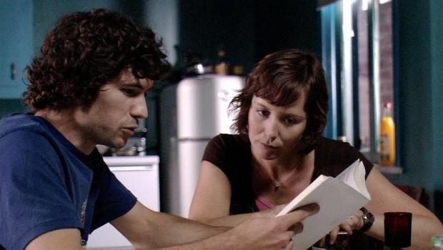 Isabelle Blais et Maxime Dénommée dans La belle empoisonneuse (source : UNIS TV)
