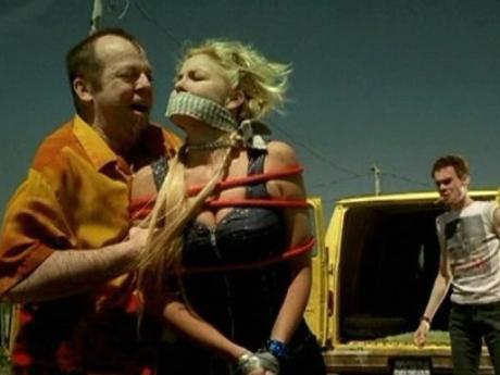 Image des comédiens Véronique Cloutier et Guy Nadon dans le film Les dangereux (2002, Louis Saïa, Christal Films)