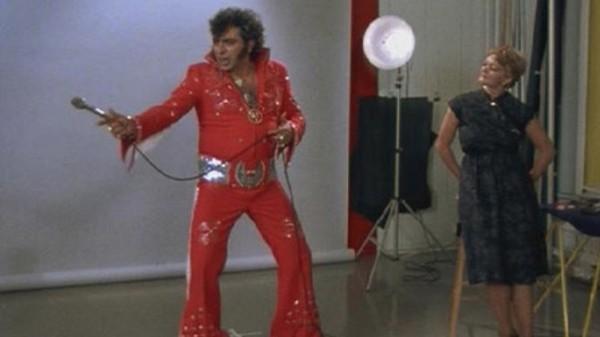 Julien Poulin et Denise Mercier dans Elvis Gratton (Falardeau, 1985)