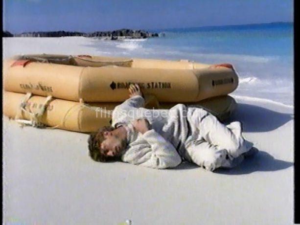 David La Haye dans L'Enfant d'eau de Robert Ménard (sortant du canot de sauvetage)