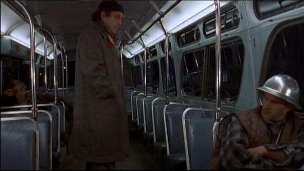 Image extraite du film Le Grand serpent du monde - Monsieur cherche sa place (Gabriel Arcand) - (capture d'écran ©filmsquebec.com)