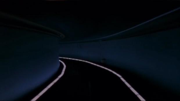Image extraite du film Le Grand serpent du monde - la route la nuit (capture d'écran ©filmsquebec.com)