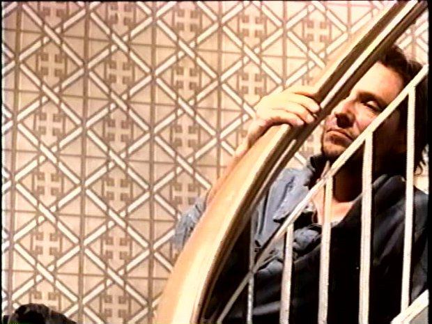 Guy Thauvette - Sous les draps, les étoiles de Jean-Pierre Gariépy (Capture d'image de la VHS - ©filmsquebec.com)
