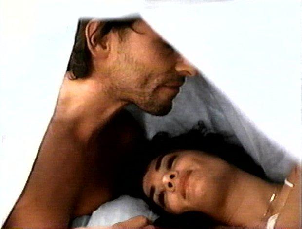Guy Thauvette et Marie-Josée Gauthier - Thomas et Sylvie vient leur amour sans lendemain - Sous les draps, les étoiles de Jean-Pierre Gariépy (Capture d'image de la VHS - ©filmsquebec.com)