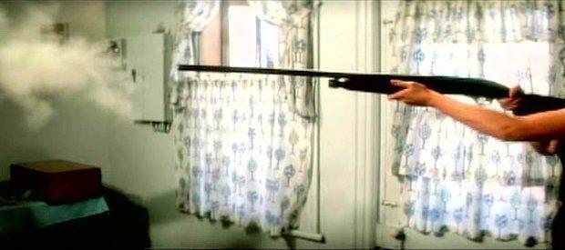 La maudite galette - Le fusil de Berthe (capture d'écran ©filmsquebec.com)