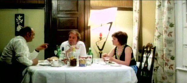 La maudite galette - le repas avec l'oncle riche (capture d'écran - &copys;filmsquebec.com)
