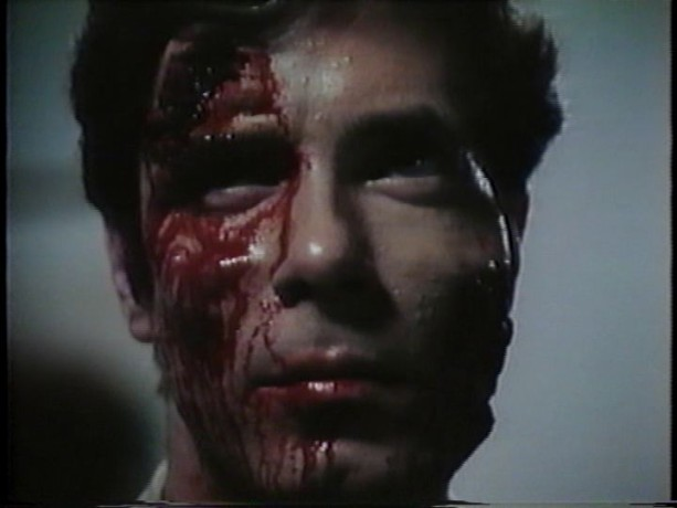 Extrait du film Scanners (D. Cronenberg) - La lutte finale dans laquelle le mal triomphe (source: collection personnelle)