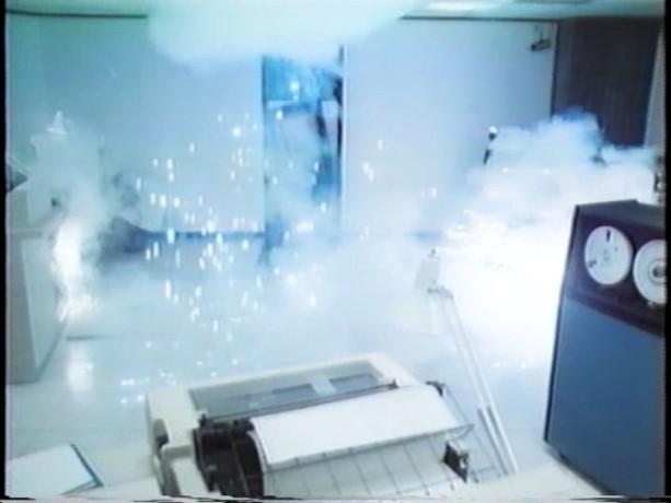 Extrait du film Scanners (D. Cronenberg) - Vale détruit la salle de contrôle de la Biocarbon Amalgamate (source: collection personnelle)