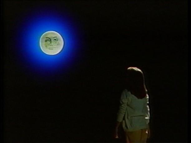 Extrait du film Tinamer de Jean-Guy Noël - Tinamer parle à la lune (copie écran de la VHS - ©filmsquebec.com)