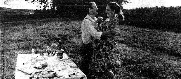 Sylvie Belleau et Claude Talbot dans <em>La visite</em> de Jorge Fajardo (image tirée du quotidien La Presse du 9 mai 1993)