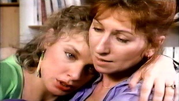 Solo de Paule Baillargeon - Julie Vincent (d.) console son amie (Johanne Fontaine) qui ne trouve pas l'amour
