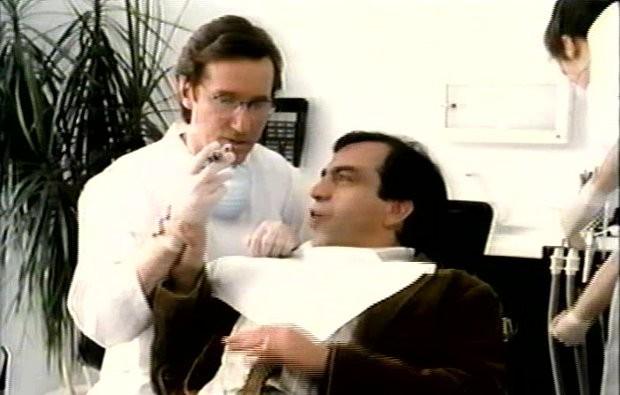 Solo de Paule Baillargeon - Julien Poulin (d.) donne de précieux conseils amoureux à son ami Marc Messier (g.) avant de sa faire geler la mâchoire (mais pas trop)