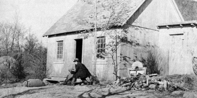 Image promotionnelle de Un homme et son péché (Paul Gury, 1949) : la maison d'Alexis - (Coll. Cinémathèque québécoise)