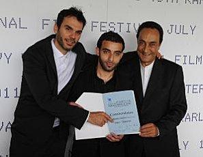 Paul Barbeau ici accompagné des deux comédiens principaux de Roméo Onze (Source : festival de Karlovy Vary)