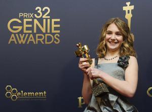 Sophie Nelisse et son trophée gagné aux Genie pour Monsieur Lazhar (Mark Blinch/Reuters)