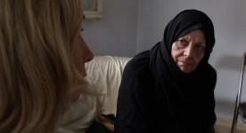 La vallée des larmes de Maryanne zéhil (Nathalie Coupal de dos interroge la mère de Joseph)