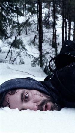 Rhys Coiro dans Snow & Ashes de Charles-Olivier Michaud