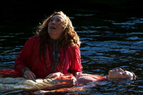 Marie Tifo et Evelyne Brochu dans le film fantastique Grande Ourse, la clé des possibles (Patrice Sauvé 2009, Alliance Vivafilm)