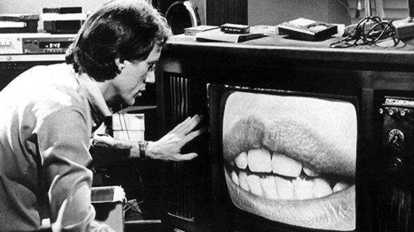 James Woods hypnotisé par son téléviseur dans Videodrme (Cronenberg, 1983)