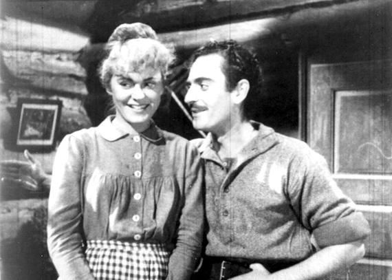 Suzanne Avon (Arthémise) et Guy Provost (Alexis) dans le film Séraphin (BAnQ, Centre d'archives de Montréal)