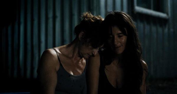 Pierrette Robitaille et Romane Bohringer dans Vic+Flo ont vu un ours (Denis Côté, FunFilm, 2013)