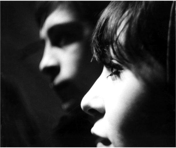 Barbara Ulrich et Claude Godbout dans le film Le chat dans le sac (Gilles Groulx, 1964, ONF)