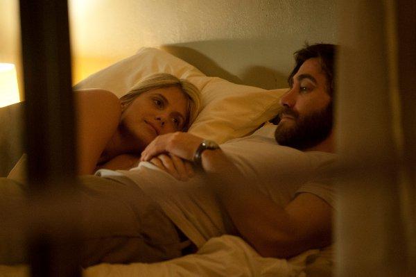 Image extraite du film : Mélanie Laurent et Jake Gyllenhaal dans Ennemi (Enemy) de Denis Villeneuve (Photo Caitlin Cronenberg)