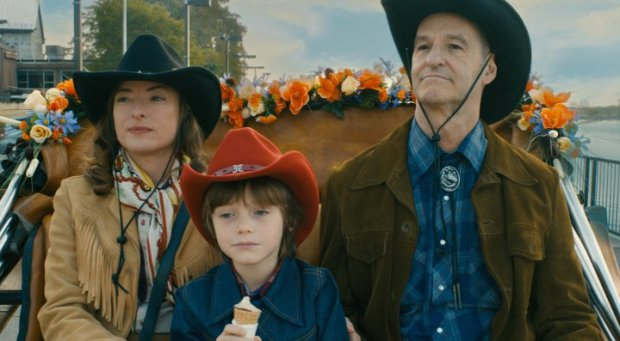 Le couple western (Pascale Bussières et Roger La Rue) avec le petit Diamond (Charles-William Ross) - Love Projet (Carole Laure, 2014 - ©Lyla Films)