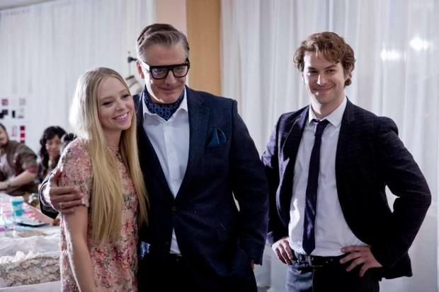 Image officielle tirée du film After the Ball (Les 12 coups de minuit)  : on y voit Portia Doubleday, Chris Noth et Marc-André Grondin