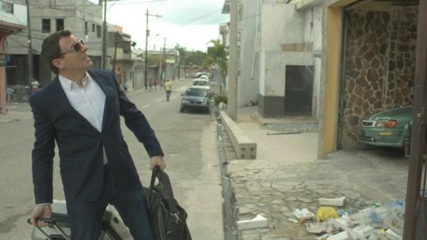 Image du comédien Patrick Huard découvrant Haïti dans Ego Trip, film de Benoit Pelletier, 2015 - Films Séville