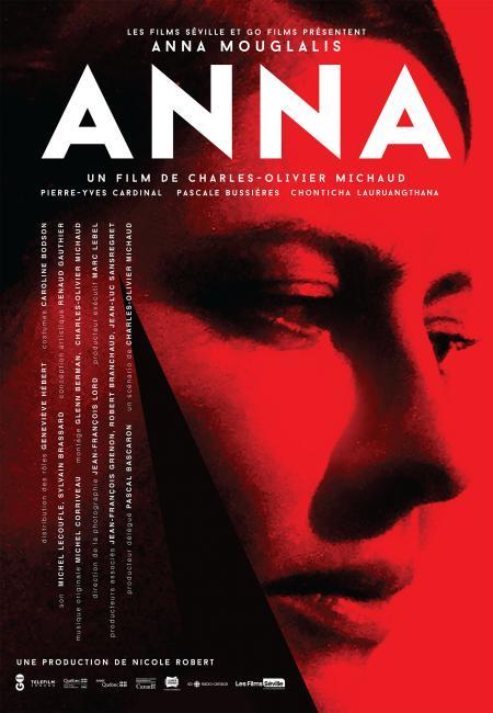 Affiche du film Anna (Charles-Olivier Michaud) - Affiche rouge avec le visage de la comédienne Anna Mouglalis vue de profil. Le générique est à gauche à la verticale.