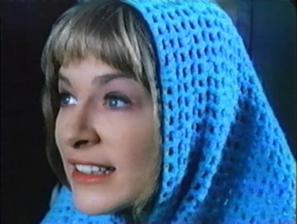 Image de Micheline Lanctôt ressemblant à la Vierge Marie dans La vraie nature de Bernadette