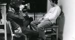 sur l'image on voit le cinéaste Michel Brault en train de filmer Claude Gauthier pour le film Les Ordres