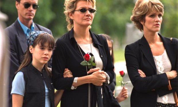 Image de Secret de banlieue de Louis Choquette avec Roxanne Gaudette-Loiseau (g.), Élise Guilbaut (c.) et Josée Deschênes (d.)