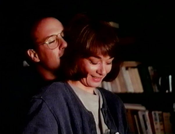 La vie fantôme de Jacques Leduc - Michel (Ron Lea) et Annie (Johanne-Marie Tremblay) vivent heureux ensemble - (Capture VHS - collection filmsquebec.com)