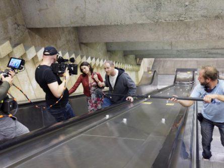 Image du tournage de King dave dans le métro de Montréal : Alexandre Goyette et Mylène St-Sauveur (crédit Yan Turcotte)