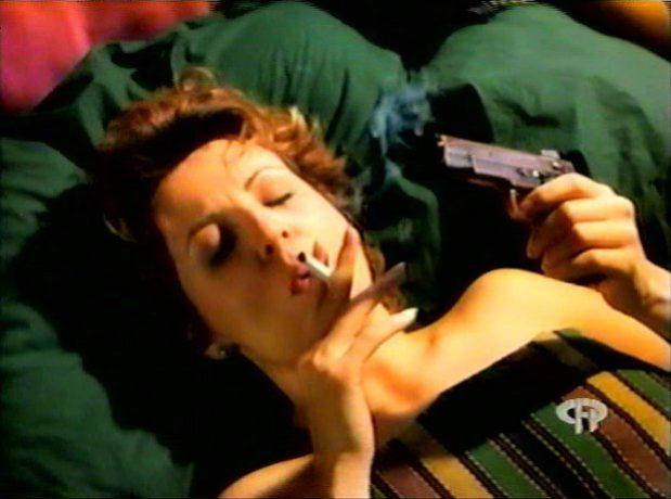 Image extraite de la comédie L'homme idéal (George Mihalka, 1996) - Lucie (Marie-Lise Pilote) après l'amour - Capture d'écran VHS ©filmsquebec.com