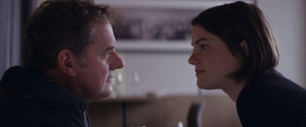 Images des deux comédiens Julianne Côté et Paul Doucet dans La chasse au collet (FunFilm Distribution)