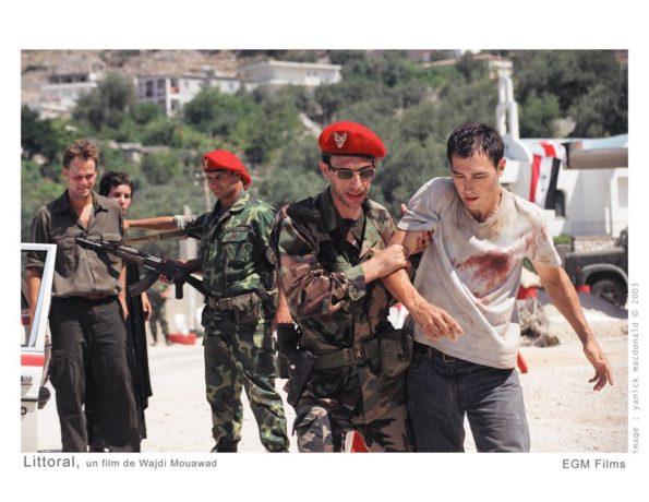 Image extraite du film Littoral de Wajdi Mouawad - l'arrestation par les forces de l'ordre syriennes (coll. filmsquebec.com)