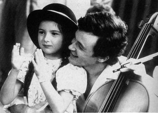"""Judith Emmanuelle Lussier (g.) et Marc Béland (d.) dans le téléfilm """"Trois femmes, un amour"""" de Robert Favreau (Collection filmsquebec.com)"""