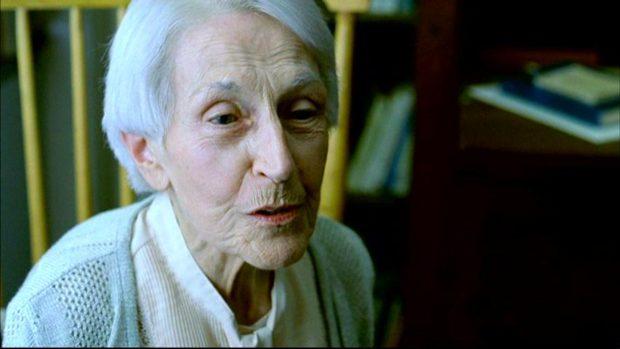 Image de la comédienne Janine Sutto dans Congorama de Philippe Falardeau (image extraite du film - Collection filmsquebec.com)