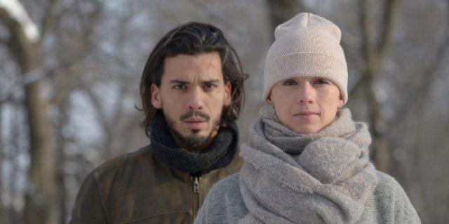 Tewfik Jallab et Karine Vanasse dans Mr. Roach (Crédit Bertrand Calmeau)