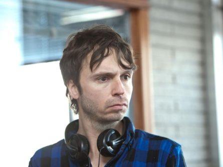 Image du cinéaste Sébastien Pilote sur le tournage du film Le vendeur