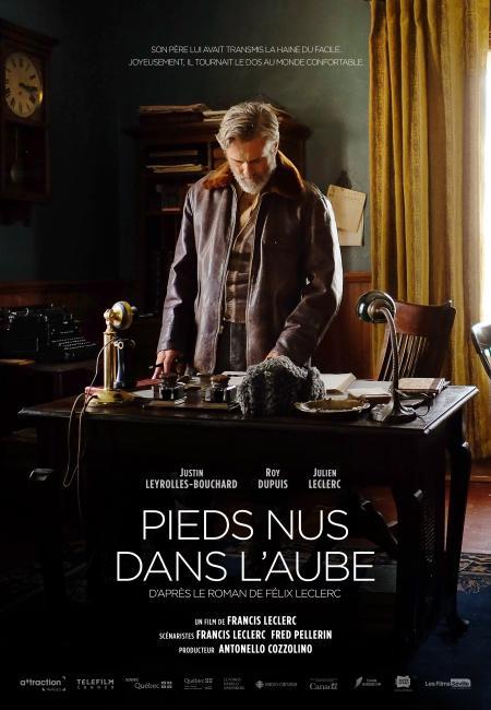 """Pieds nus dans l'aube - Film de Francis Leclerc - Affiche temporaire (père) - Citation : """"Son père lui avait transmis la haine du facile. Joyeusement, il tournait le dos au monde confortable."""""""