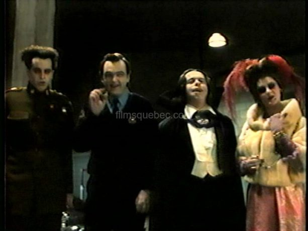Yves Pelletier, Gildor Roy, Raymond Cloutier et Sylvie Potvin dans Karmina de Gabriel Pelletier (image extraite du film (capture VHS) - Collection filmsquebec.com - Reproduction interdite sans autorisation)